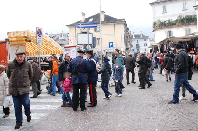 Carabinieri mercato settimanale