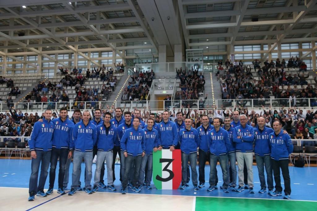 La Trentino Volley 2013-14 con i suoi tifosi