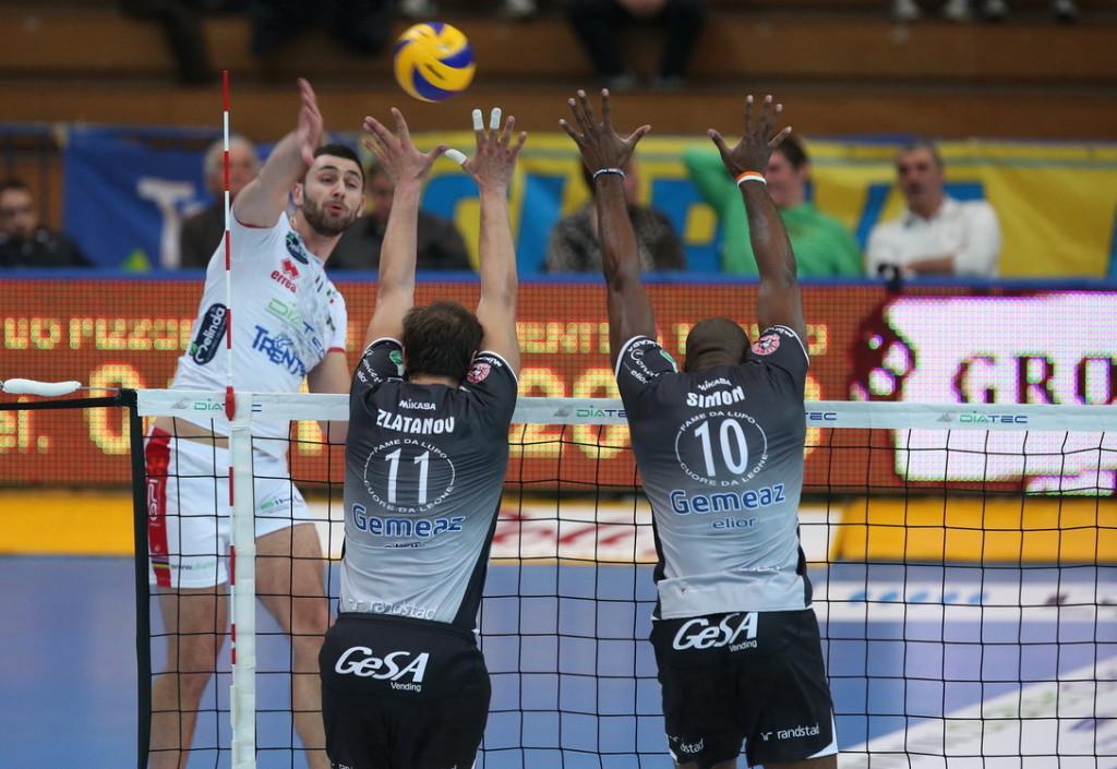 Sokolov in attacco supera il muro di Zlatanov e Simon