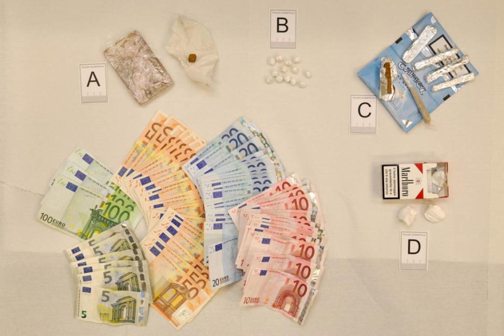 spaccio droga e denaro 1