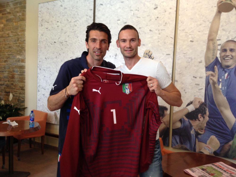 Sintini col capitano azzurro Gianluigi Buffon