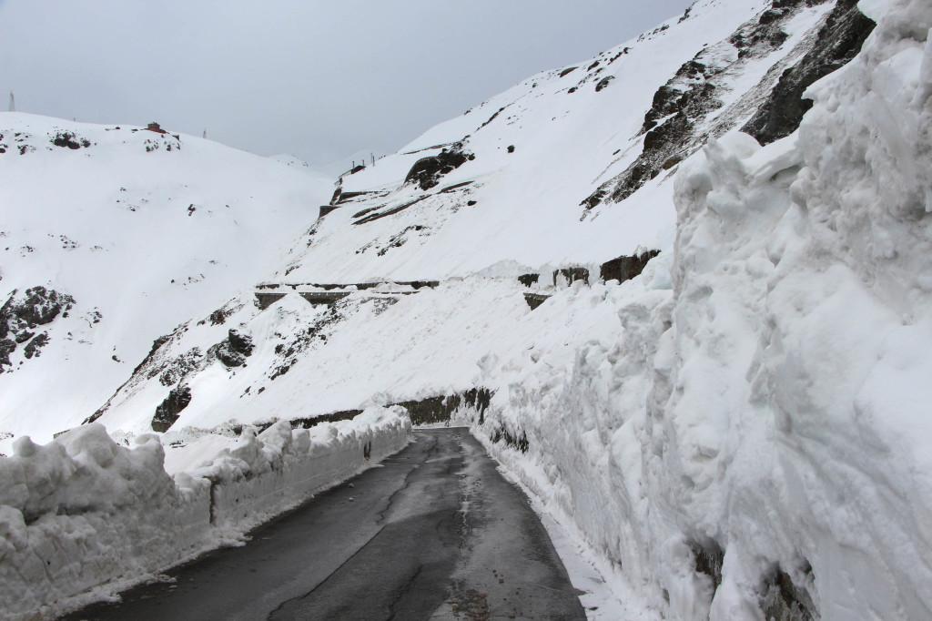 passo dello stelvio neve giro d'italia