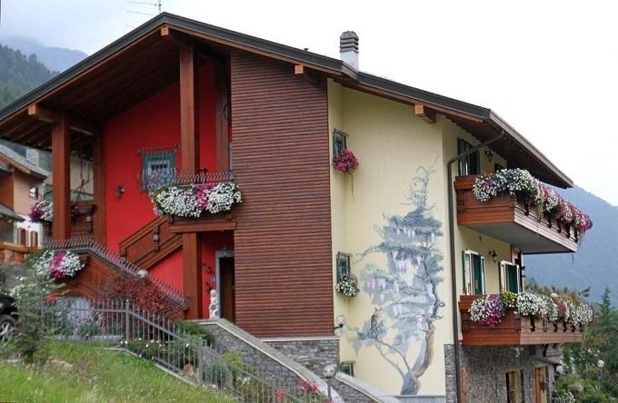 Aprica: balconi fioriti come in primavera. FOTO « Gazzetta delle Valli News dalle Valli Lombarde ...