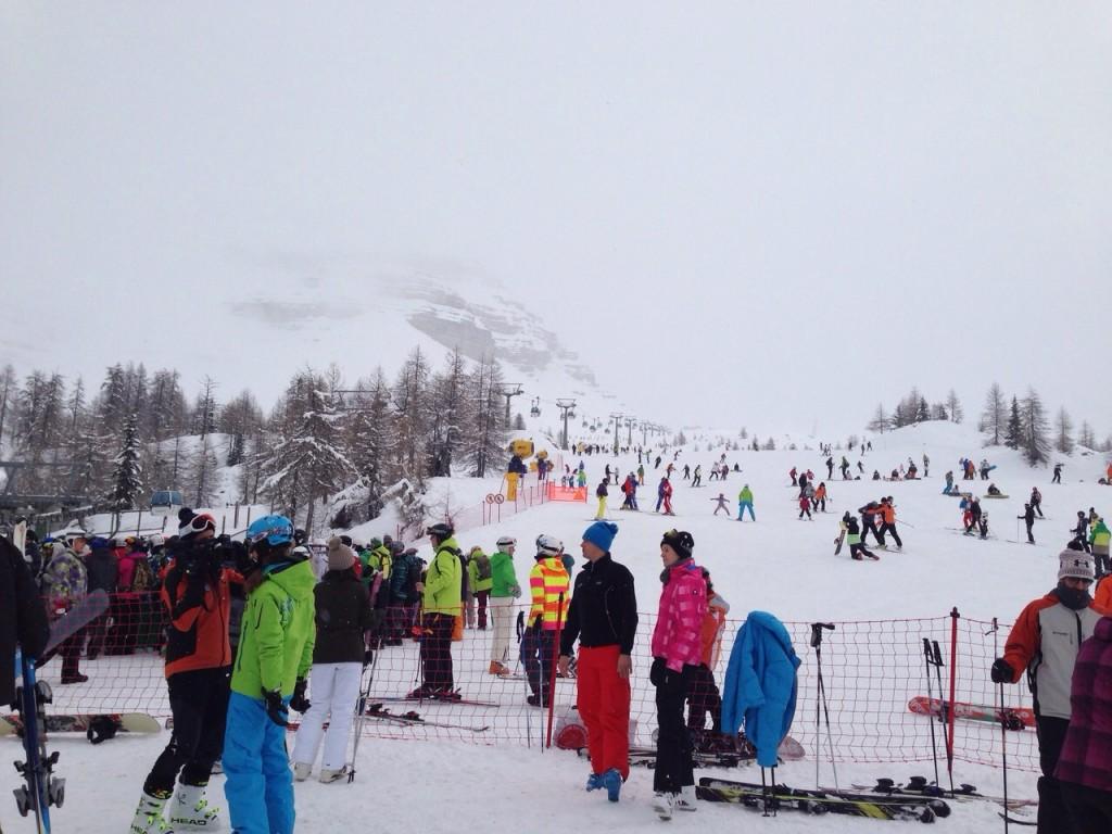 sciatori madonna di campiglio neve impianti