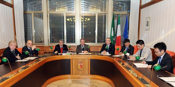 Campione d'Italia firma di lettera di intenti tra una delegazione cinese proveniente da Shanghai e il comune rappresentato dal vice sindaco Florio Bernasconi