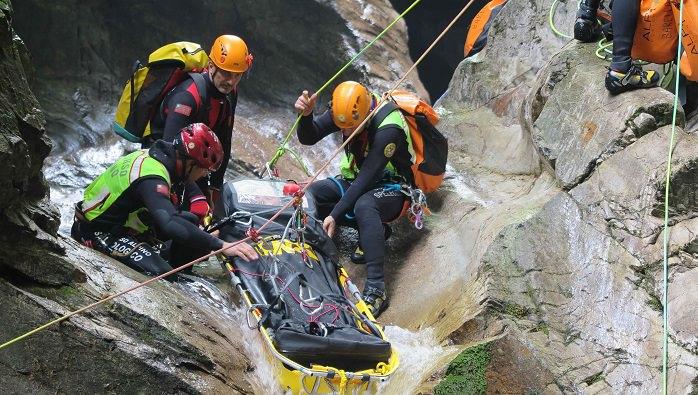 Soccorso alpino fiumi e grotte1