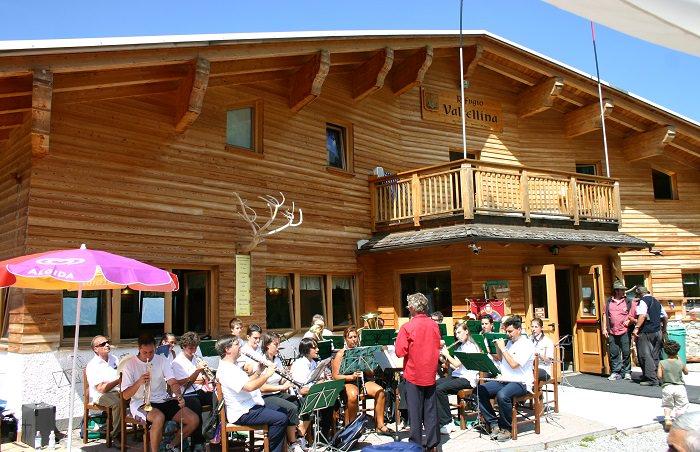 Musica al Cai rifugio Aprica1