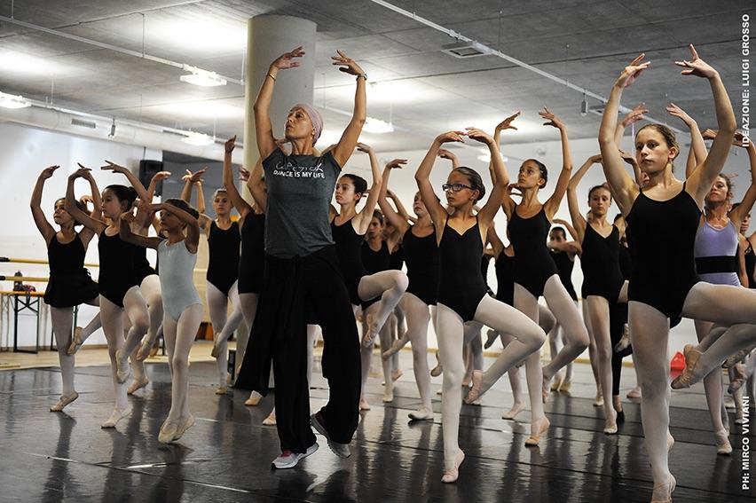Pinzolo_Dance_Seminar_Celentano_con_bambine_Ph.M.Viviani