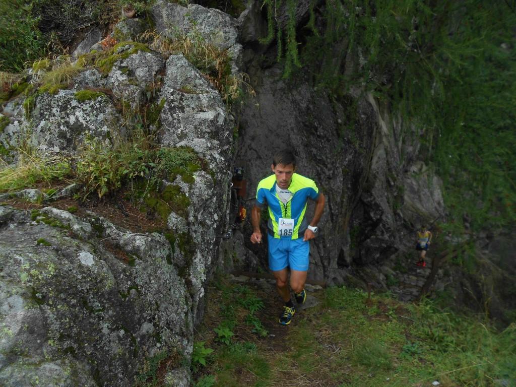 vertical scalacia corsa montagna