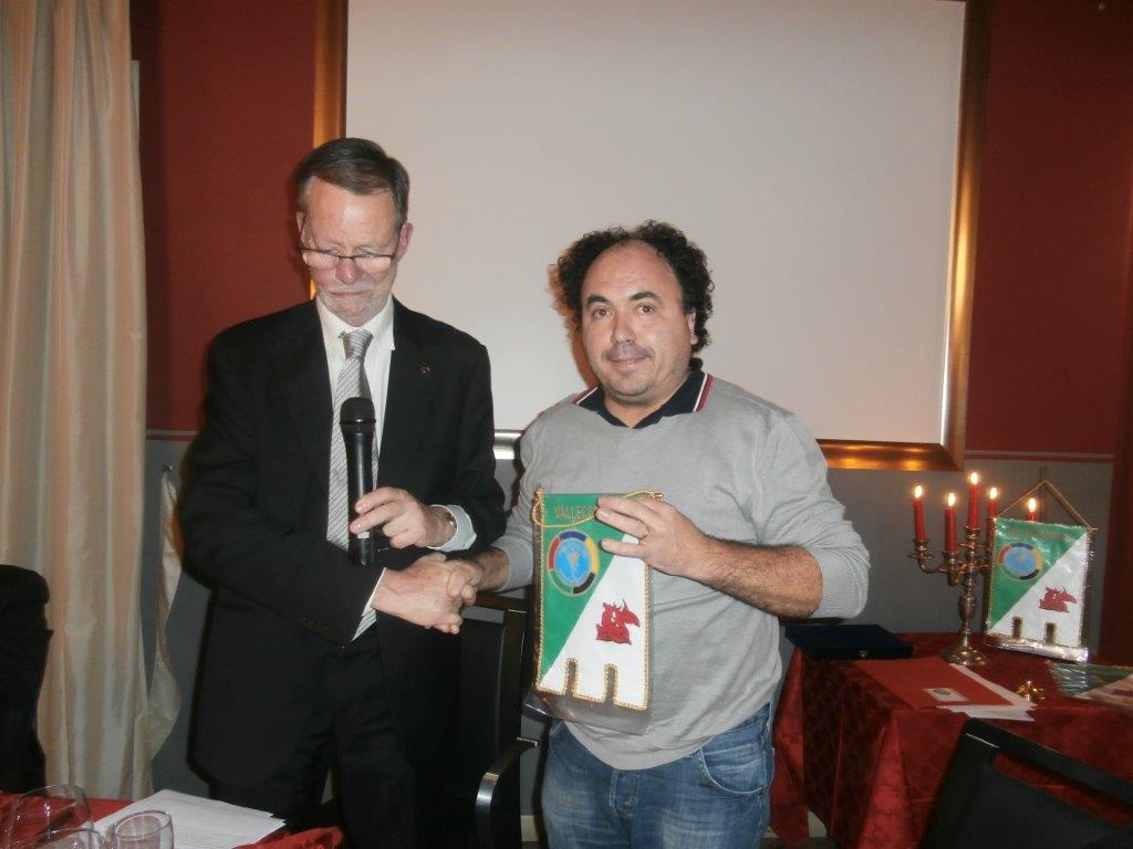 il dott. Gheza accoglie il nuovo socio Mauro Milesi