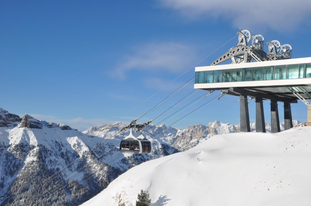 Funifor val di fassa neve sci funivia