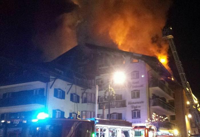 Incendio tetto hotel Dolomiti 1