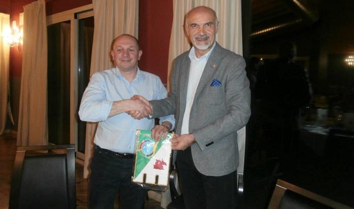 Il presidente Nezosi con Giulio Minelli 1