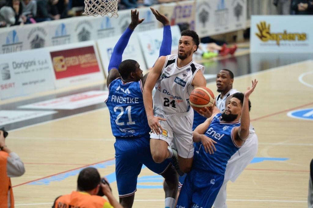 basket trento Lockett contro Brindisi
