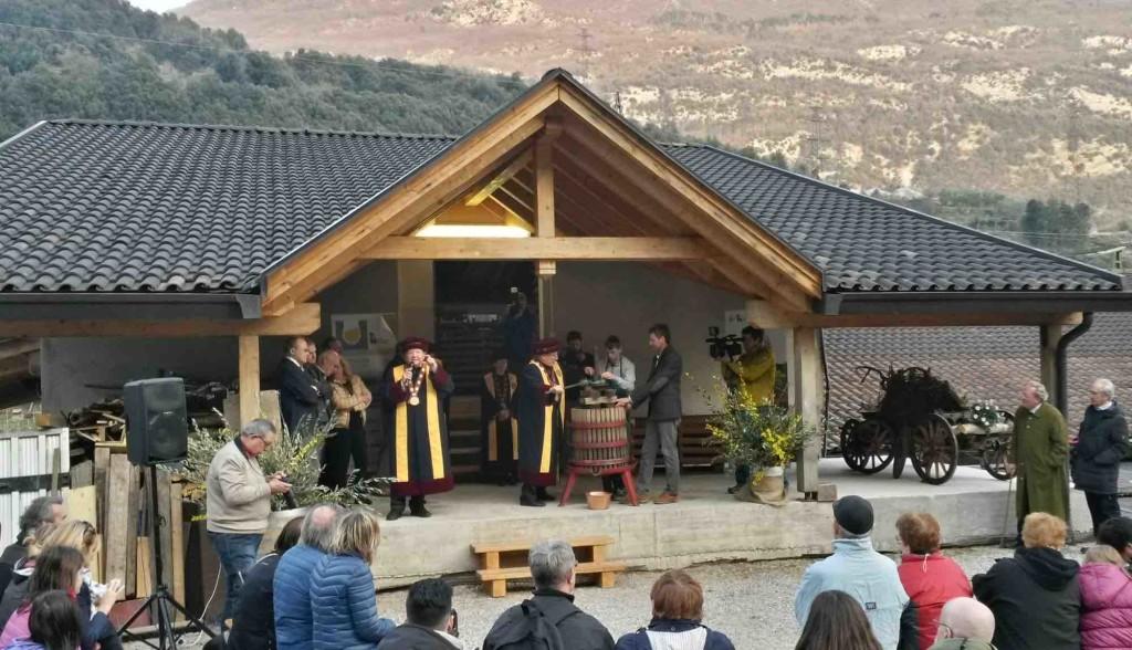 Il rito della spremitura presso la Distilleria Francesco Poli
