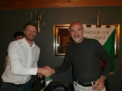 Il presidente Nezosi con Paolo Baresi, tecnico della Pallamano Cologne