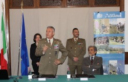 il Generale di Divisione Giuseppenicola Tota, Capo del V Reparto Affari Generali dello Stato Maggiore dell'Esercito