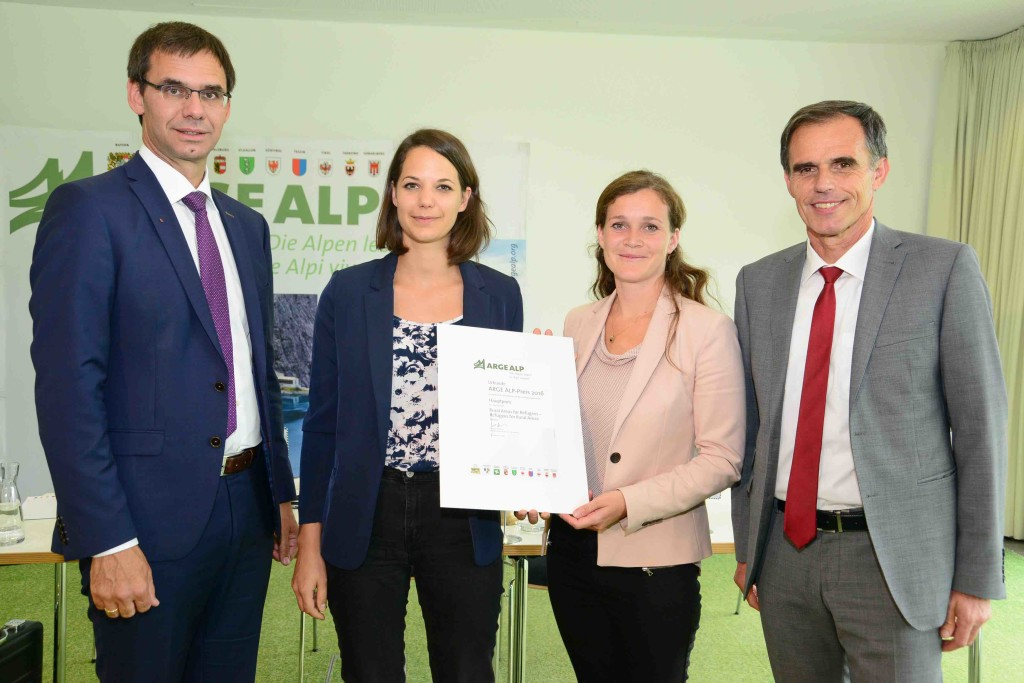 Le due coordinatrici del progetto premiate dall'assessore Theiner e dal presidente del Vorarlberg Wallner