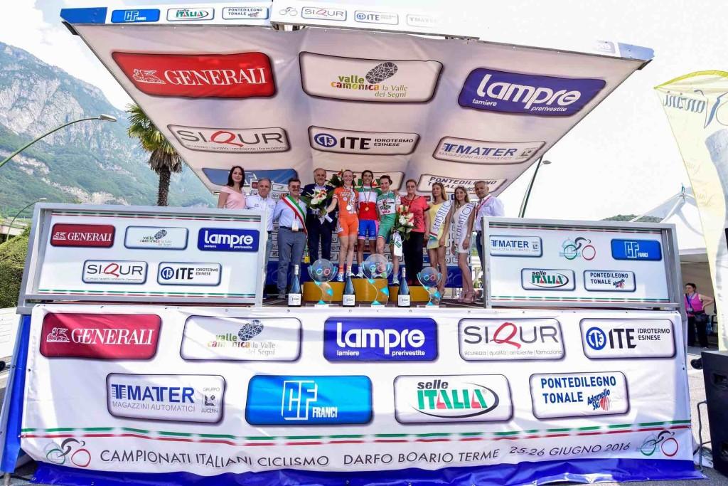 podio junior ciclismo darfo
