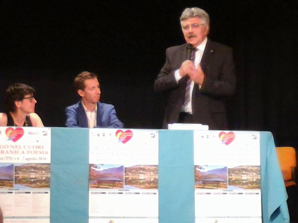 Alberto Pattini alla Presentazione del concorso Il lago nel cuore Calceranica Poesia  presso Teatro S. Ermete Calceranica