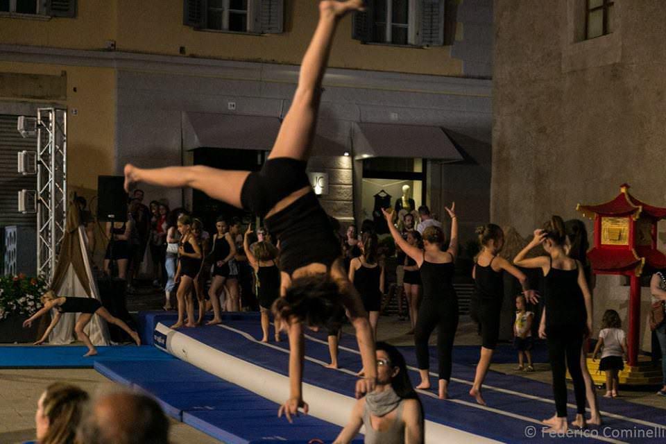 cles-ginnaste-in-piazza