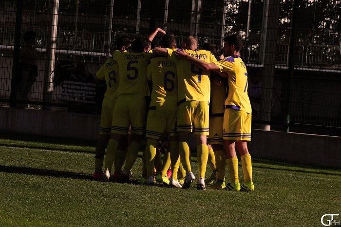 san-giorgio-trento-esultanza-squadra-1