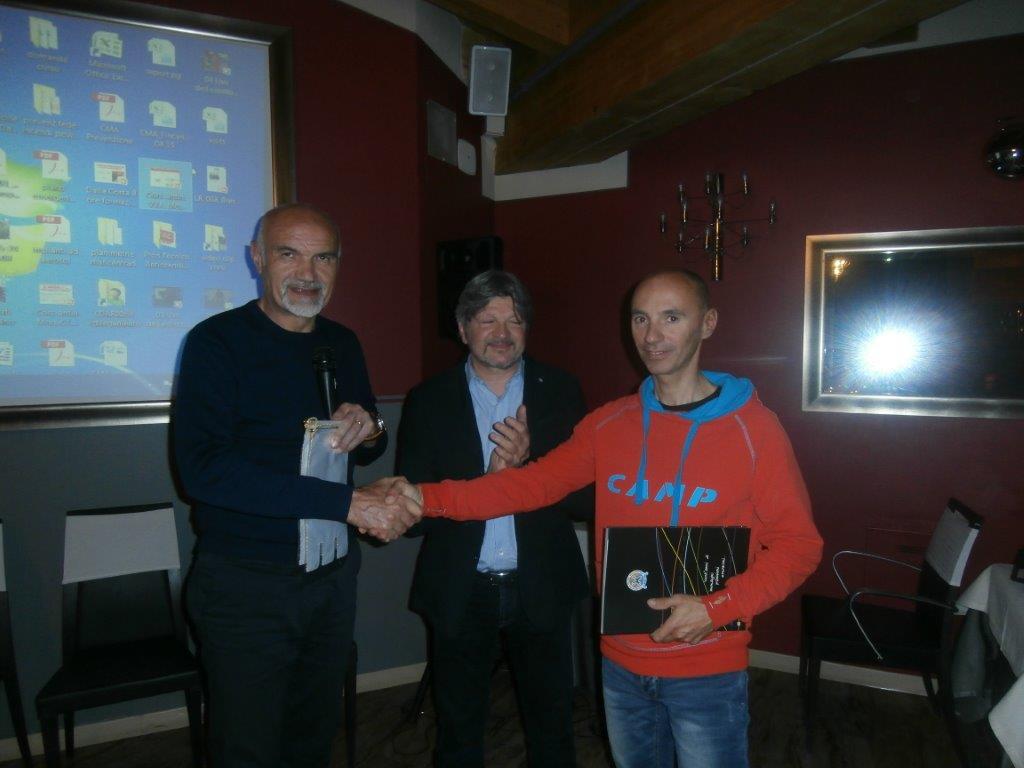 Il presidente Nezosi, il socio Panathlon Dario Domenighini e la guida alpina Enrico Domenighini