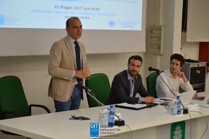 tavolo relatori Rovereto 1