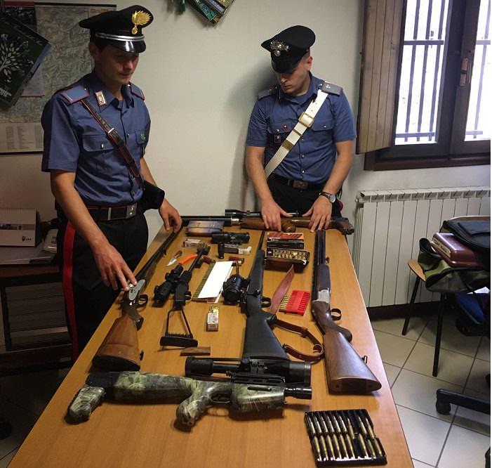 Carabinieri armi Vezza d'Oglio