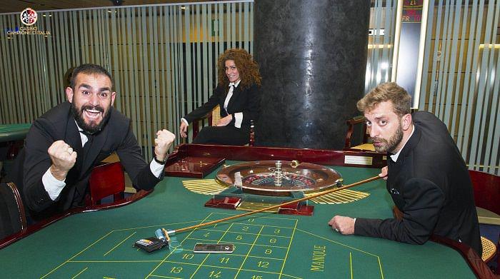 Casinò di Campione d'Italia le Iene Alessandro Onnis, Veronica Ruggeri e Stefano Corti alla Roulette