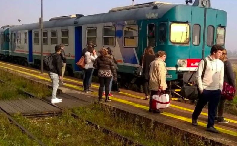 treni trenord ferrovia binari