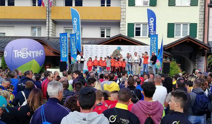 http://www.gazzettadellevalli.it/gdv/wp-content/uploads/2018/06/Andalo-podio-team-Costamasnaga.jpg
