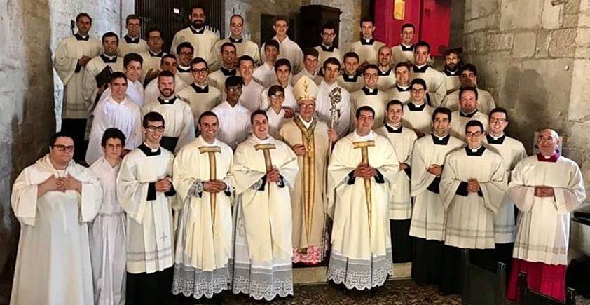 Tre novelli preti - vescovo - seminaristi