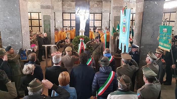 Tonale - Deposizione Corona ai Caduti e resa degli onori nel Sacrario militare tonale