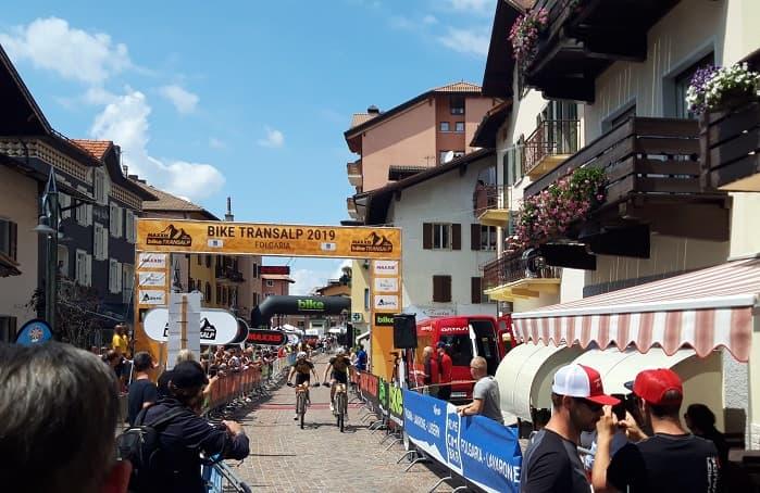 Spettacolo a Folgaria per l\'arrivo della Bike Transalp ...