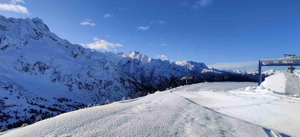 passo tonale neve sci impianti