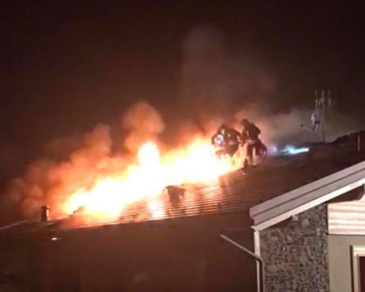vigili fuoco tetto incendio