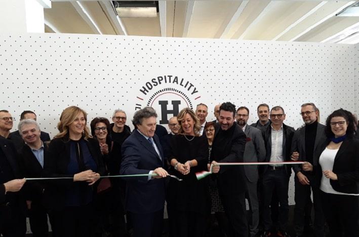 Hospitality- taglio nastro Carla Costa Roberto Pellegrini Mario Caproni