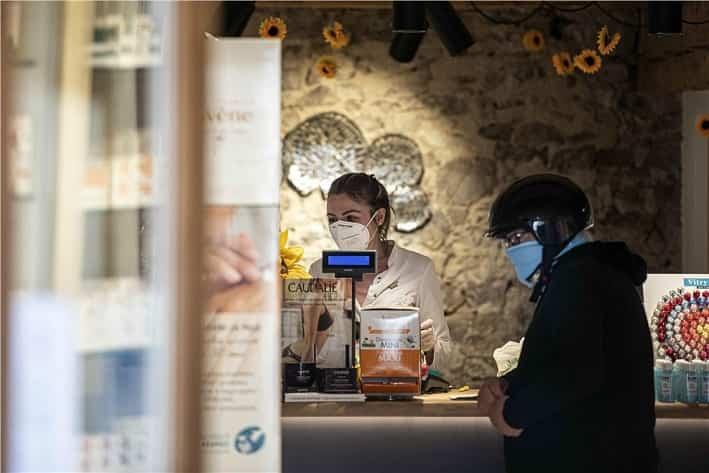 Negozi - mascherine - credit foto ASP - Ivo Corrà