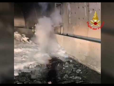 Sellero, roulotte in fiamme in galleria: Statale 42 del Tonale chiusa dal pomeriggio