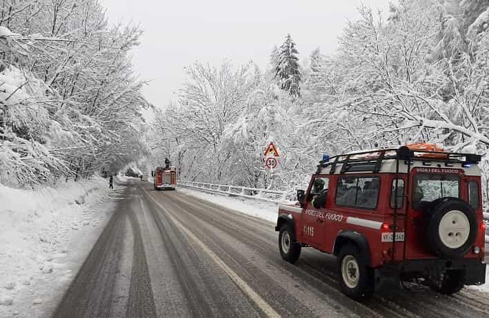 Corteno neve - vigili del fuoco