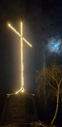 Edolo - Croce Mù illuminata