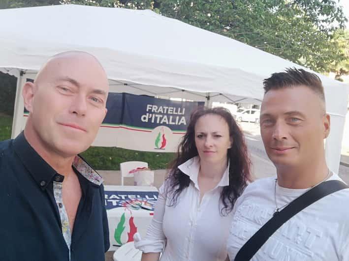 Roberto Buscaglia con Luca Valentini e sullo sfondo Antonella Andreatta